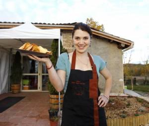 Anne Alassane avec un plateau de chips