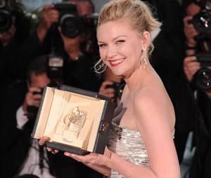 Kirsten Dunst avec sa palme remportée au festival de Cannes