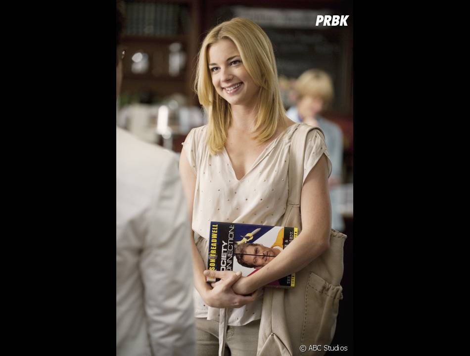 Emily VanCamp joue Amanda dans Revenge