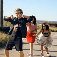 EXCLU : A la poursuite de Cody Simpson en plein shooting (VIDEO)
