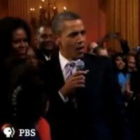 VIDEO BUZZ : Barack Obama chante ! Bientôt la danse, vu qu'il s'entraîne à Just Dance 3 ?