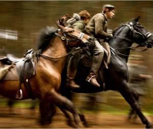 Extrait de Cheval de guerre. La cavalerie charge les troupes allemandes
