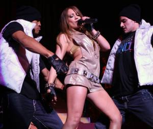 Hilary Duff sexy en concert