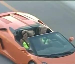 Vanessa Hudgens et Ashley Benson s'éclatent au volant de leur super Lamborghini !