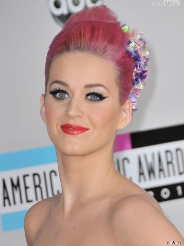 katy perry et ses cheveux rose bonbon. Black Bedroom Furniture Sets. Home Design Ideas