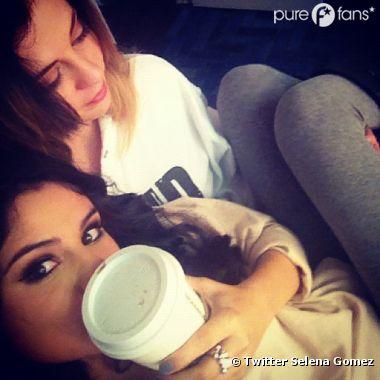 Selena Gomez sur les genoux de sa maman !