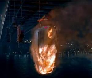 Voiture en feu dans The Amazing Spider-Man
