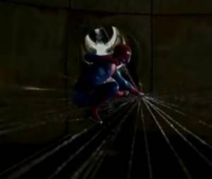 L'homme araignée en mode tissage de toile