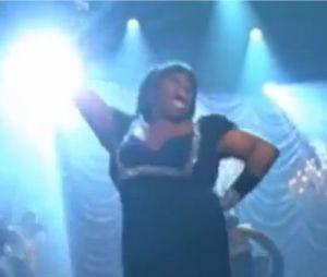 Glee en mode Nicki Minaj avec Starships