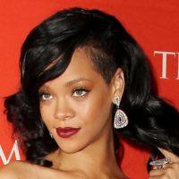 Rihanna : un plan à 3 avec deux hommes ?!
