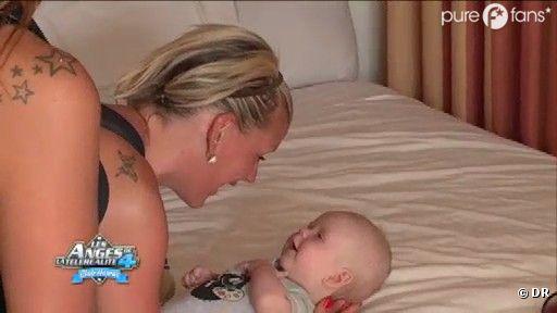 Amélie retrouve son fils avant de partir pour son rendez-vous pro