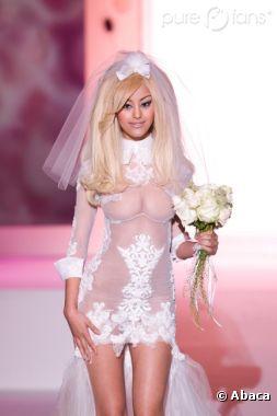 Zahia défile pour sa seconde collection de Haute Couture