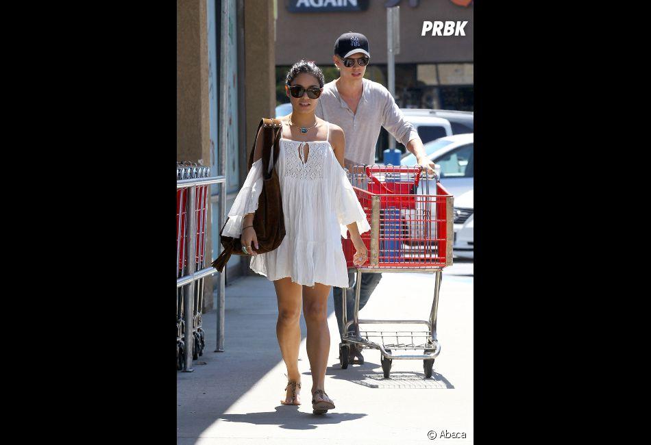 Vanessa Hudgens et son chéri Austin Butler font leurs courses