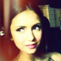 Vampire Diaries : Nina Dobrev glam' sur Twitter pour l'avant-première de son nouveau film (PHOTOS)