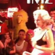 Miley Cyrus prend son pied devant le strip-tease d'une vieille de 82 ans ! (VIDEO)