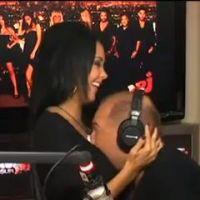 Nabilla : Cauet colle sa tête entre ses seins ! Chanceux ! (VIDEO)
