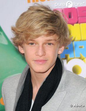 Cody Simpson fait même de la promo en plein dodo !