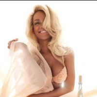 Rihanna : blonde et sexy pour la pub de son parfum ! (PHOTO)