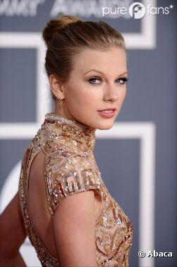 Taylor Swift sort avec un mec plus jeune et elle assume