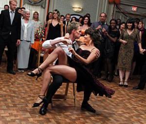 Robin et Barney vont nous offrir une scène de danse endiablée