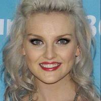 Little Mix : Perrie Edwards dévoile ses cheveux violets à New York ! Top ou flop ? (VIDEO)