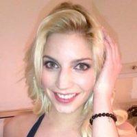 Splash : Nadège s'exhibe en bikini sur Twitter