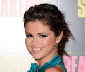 Selena Gomez a évité de montrer son sein à Paris