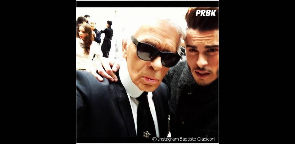 Baptiste Giabiconi pose avec Lagerfeld après le défilé Chanel