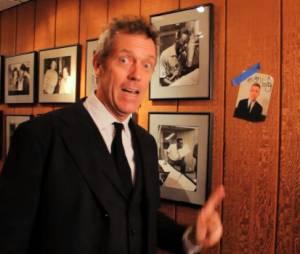 Hugh Laurie présente son clip