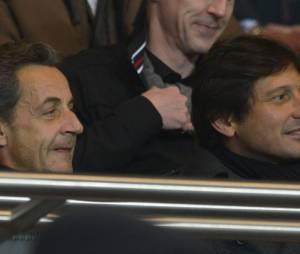 Nicolas Sarkozy avec Leonard, directeur sportif du PSG, au parc des Princes le 29 mars 2013