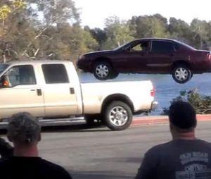 Gros accident de voiture pour Dexter