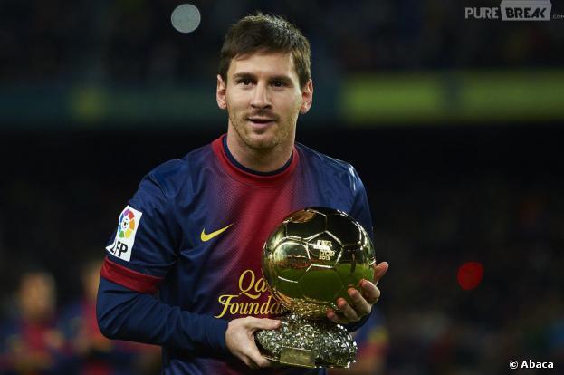 Lionel Messi signe son maillot pour le Pape