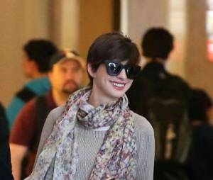 Anne Hathaway de retour à Los Angeles, dimanche 28 avril 2013