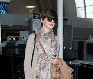 Anne Hathaway de retour de New York, dimanche 28 avril 2013