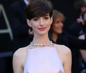 Anne Hathaway attire de plus en plus les paparazzis