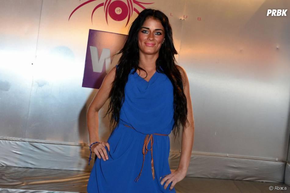 Kelly arborait une très jolie robe bleue pour la soirée de lancement des Marseillais à Cancùn.