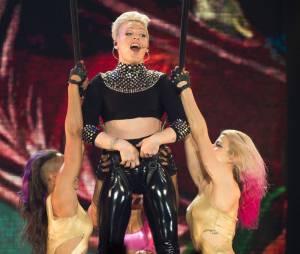 Pink a du annuler un concert le 21 avril à Birmingham