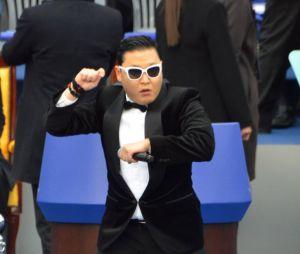 Psy garde le sens de l'humour en toutes circonstances