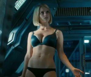Alice Eve à moitié nue dans Star Trek Into Darkness
