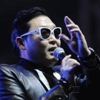 Psy hué en Italie : la vidéo de son flop dans un stade de foot à Rome