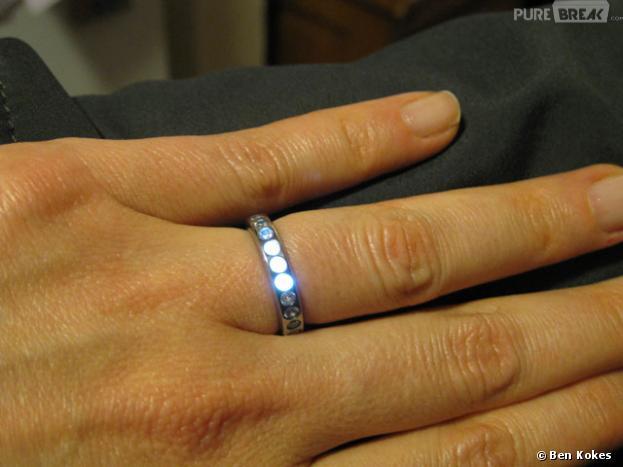 Une bague qui s'illumine lorsque le fiancé est proche