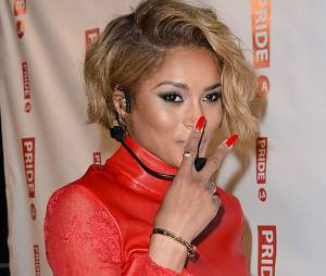 Ciara s'est vu remettre une plainte en plein concert à Los Angeles