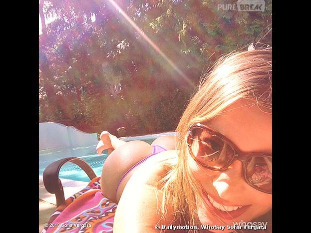 Photo sexy de Sofia Vergara en string à la piscine