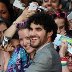 Darren Criss (Glee) provoque l'hystérie pour son passage à Paris