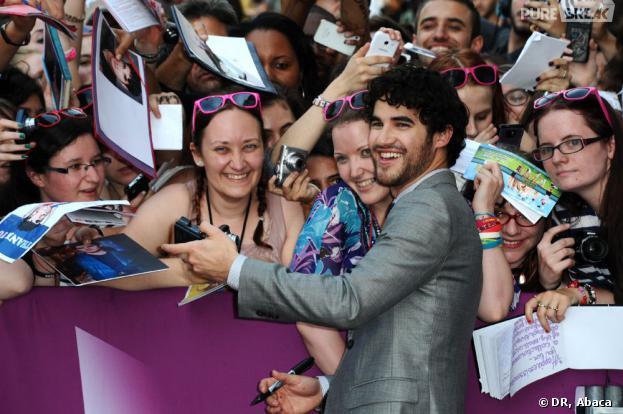 Darren Criss rend ses fans hystériques à Paris le 18 juin 2013