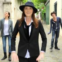 Carla Bruni : Le pingouin, le clip animalier dédié aux grincheux