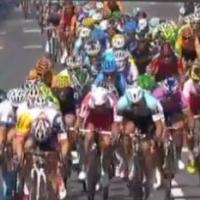 Tour de France 2013 : douche au pipi pour Mark Cavendish après une chute polémique