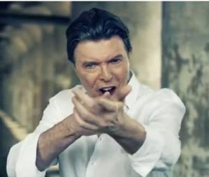 David Bowie seul face caméra dans le clip de Valentine's Day