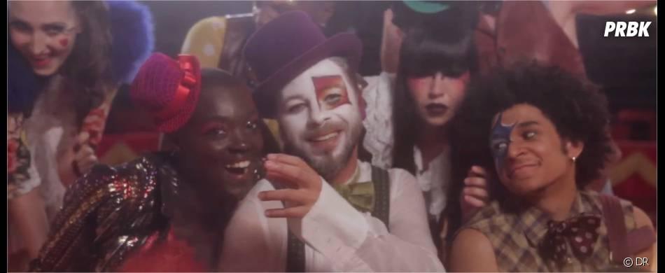 Christophe Maé au cirque dans le clip deJe veux du bonheur