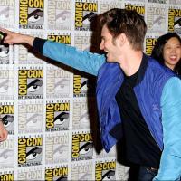 Andrew Garfield au Comic Con 2013 : il débarque en costume de Spider-Man